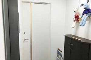 エレベーターで3階まであがっていただいたら、すぐ左が銀座スリーピース整体院の入り口です。