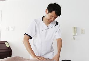 腰痛・ヘルニアによる坐骨神経痛の施術