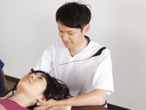 頭痛への整体の様子