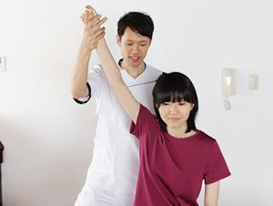 肩こり・頭痛の整体・検査の様子